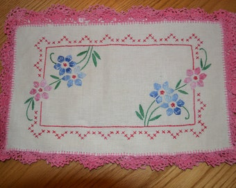 Tatted Edge Vintage Embroidered Placemats