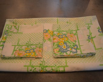 Three piece sheet set full size flat sheet two standard pillowcases floral Cannon Monticello