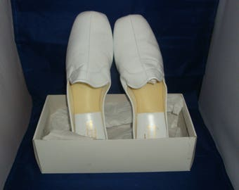 Vintage Jacques Levine Snow White Leather Slippers/House Shoe Size 9 (New Old Stock)
