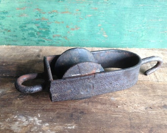 vintage pulley / industrial pulley/ small cast iron pulley