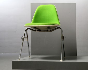 Herman Miller / Vitra, Charles + Ray Eames, Fiberglas Sidechair green fabric, stacking base, vintage