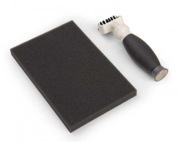 New! Sizzix Accessory - Die Brush w/Magnetic Pickup Tool 661672