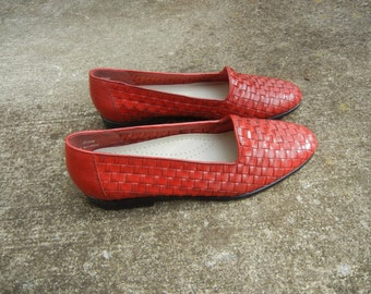 vintage women's trotter woven red leather slip on huarache flats (Size 6.5M)