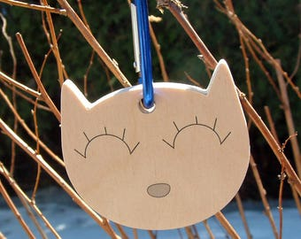 Cat wood tag for bags, school, day care, preschool, travel, made in Quebec, Canada made of wood