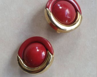 Retro red and gold plastic disc goldtone clip on earrings