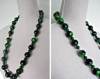 Vintage 1970s Emerald Green Chunky Lucite Large Beaded Necklace
