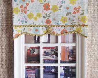 1:12 Miniature doll house 12th scale Roller blind multi coloured small floral pattern with mustard trim 11cm wide