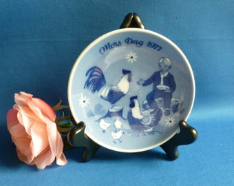 Mother's Day Plate, 1977, Porsgrunds, Norway, Boy with Chickens