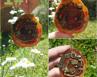Alice in wonderland agate geode crystal pendant necklace. 2 different colors to choose from.