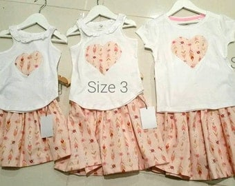 Childrens / Girls handmade skirt and heart top set, tshirt, pink feather, summer sets