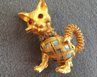 Cute Goldtone Vintage Cat Brooch-as is. Free shipping