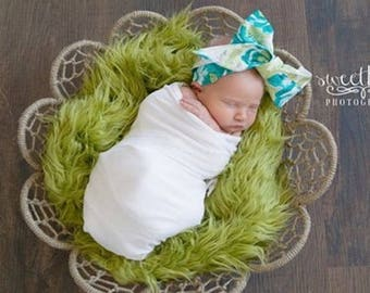 SALE...Green Mongolian Faux Fur Prop, Newborn Baby Photo Prop,  Faux Grass, Fuzzy Layering Blanket.