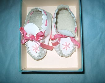 Vintage Leather Baby Shoes, Girls, New Born, Box, WAS 25.00 - 50% = 12.50