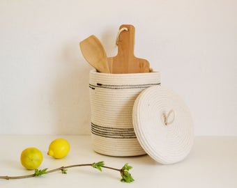 Lidded basket,Storage basket, rope basket, Basket with lid