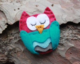 Colourful Sleepy Owl brooch