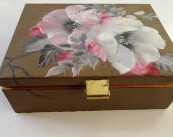Wooden tea box, vintage wooden box, oilpainted roses, white roses, decoration, homedeco, interior, gift.