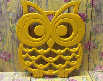 Cast Iron Owl Trivet Bright Yellow Kitchen Retro Ornate Outdoorsy Bird Decor Bedroom Bathroom Garden Porch Hot Plate Table