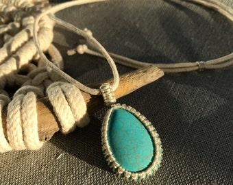 Adustable Turquoise Howlite Pendant / Macramé Necklace
