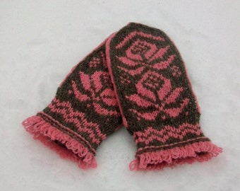 Hand knitted mittens for women