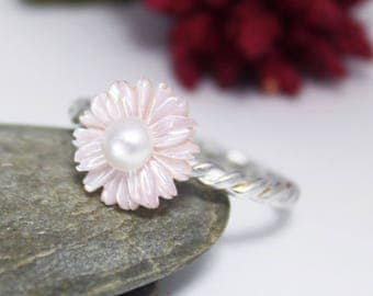 Pink Mother of Pearl ring/ Spring flower silver ring/ Pink flower ring/ Sterling silver ring