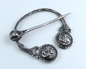 Scottish Silver Penannular brooch with nice celtic design - Hallmarked Glasgow 1963