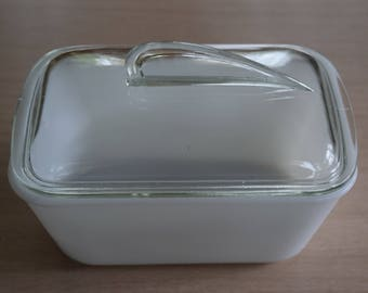 Glasbake White Milk Glass Refrigerator Dish With Fintail Lid