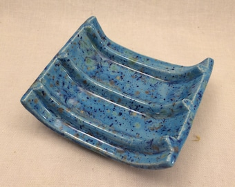 Soap dish with ridges - blue
