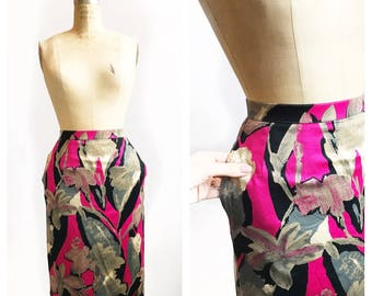 Gorgeous pink and neutral abstract floral patterned soft cotton pencil skirt with pockets. Size S/M.