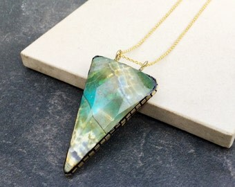 Green jasper pendant necklace - Triangle gemstone pendant necklace - Healing Gemstone necklace - Necklace boho chic - Necklace gold plated