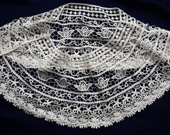 Big white vintage lace collar