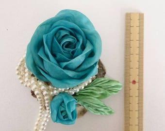 Slider pendant crafted blue roses