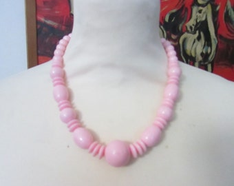 Vintage 1960s-style baby pink plastic graduated ball & donut bead collar necklace