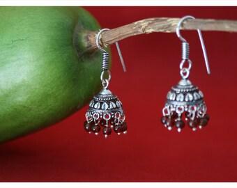 Nino, earrings with oriental charm