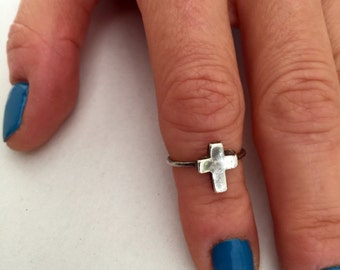 Tiny Cross Ring, Cross Ring, Silver Cross Ring, Cross Charm Ring, Stackable Rings, Dainty Cross Ring, Minimalist Ring, Cross Midi Ring