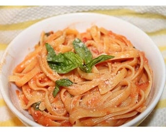 Easy Dinners Creamy Tomato Sauce With Your Choice Of Pasta 12oz