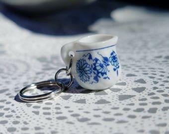 Blue Willow Pitcher Stitch Marker