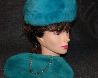 Mod Fuzzy Turquoise PIllbox Hat and Clutch Hand Bag Purse Set- Perfect Accessory for Viva Las Vegas! Incredible Matched Pair