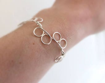 Minimalist geometric chain silver bracelet. Offered delivery.