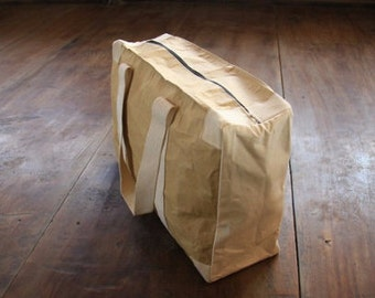 Weekender bag made of recycled paper, water resistant (black)