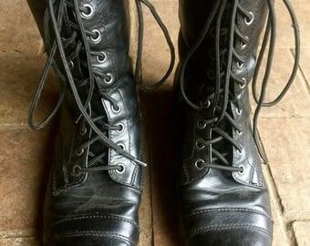 Vintage 90s Lace up combat boots// faux leather//90s grunge//size 8.5
