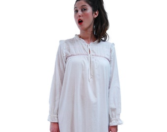 White Night Gowns.White Pajamas.Vintage Pajamas.White Gown.Nightshirt.Size M-L