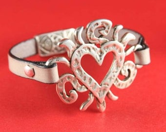 10/4 MADE in EUROPE zamak heart connector, silver heart connector, bracelet zamak connector, large heart connector (3712/04) Qty1