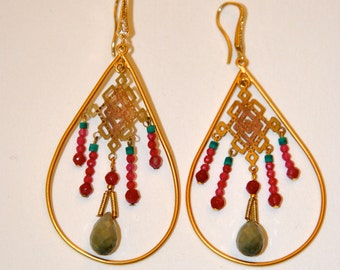 Long gold-plated vintage earrings Ruby stones and green Jade