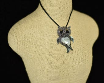 Owl necklacle, with leather string, Adjustable