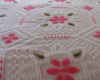 Vintage Chenille Bedspread Pink Flowers 50's Fringe Pretty 1950's Twin Size Beautiful Lovely Girly Retro Shabby Chic Bedding Green White