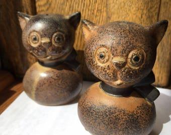 Adorable Vintage Ceramic Cat Salt And Pepper Shaker Set