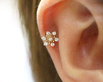 14K Gold snowflake cartilage earring/Tragus piercing/cartilage piercing/Piercing/Helix Conch Daith piercing/CZ stud piercing/Snowflake stud
