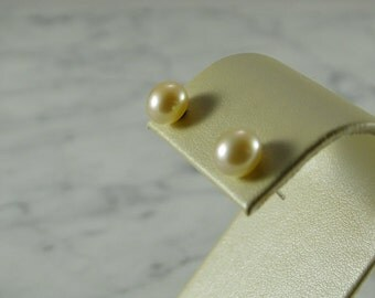 High Luster 8mm Pearl Studs / 14K Gold