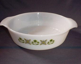 Anchor Hocking Fire King 1.5-Quart White Casserole Dish with #432 Meadow Green Pattern, Made in the USA