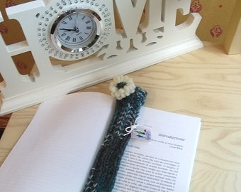 Personal gift, bookmark, green and white bookmark in wool